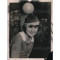 1922 Press Photo Gertrude Schildnechk of Milwaukee & a balloon hat