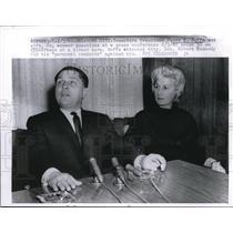 1962 Press Photo Teamsters President James R. Hoffa Wife Jo At Press Conference