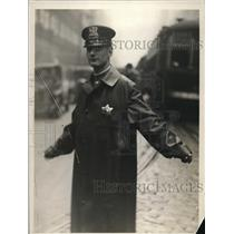 1926 Press Photo Patiently doing his job is traffic officer R.J. Smith