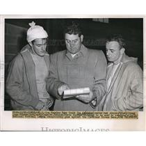 1950 Press Photo Strategy discussed by Hirsch, Glenn and Davis against C. Browns