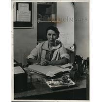 1933 Press Photo Theresa Struppa Lewis of Valet Service New York Lexington Hotel