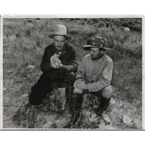 Press Photo Staggs and Taylor on a cowboy outfit