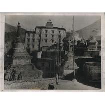 1924 Press Photo o Kara Korum village in mountains & local ruins - nec98899