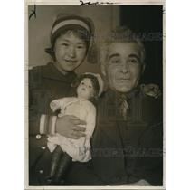 1918 Press Photo Tony Shannon and His Little Adopted Esquimaux girl. - nex10709