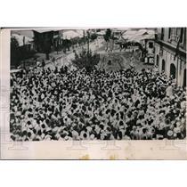 1935 Press Photo Addis Ababa Ethiopians crowd listens to emperors speech