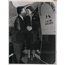 1937 Press Photo Ken Davis & Miss Daphen Lane at LA, Calif airport