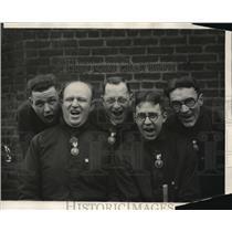 1924 Press Photo Five Men Singing