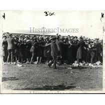 1928 Press Photo Mitchell Field NY Police & crowds to greet aviator
