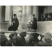1922 Press Photo Mrs. George Maynard speaks at Daughters of American Revolution