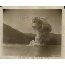"""1926 Press Photo The """"Intrepid"""" Being Blown Up By Lieut Somers,"""