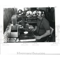 1989 Press Photo Eddie DeGeorge in the basement of his parents home broadcasting
