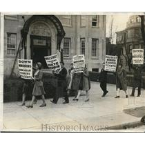 1929 Press Photo Anti-Fascists Protesting Against Communists Trials & Conviction