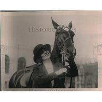 1920 Press Photo Mrs. Thomas F. Logan and horse - nex11313