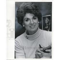 1977 Press Photo Edith Dus WQAL FM Radio Sales
