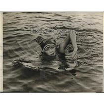 1925 Press Photo Miss Virginia Ashe Champion Swimmer Out For Sprinting Records