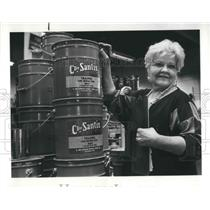 1987 Press Photo Madeleine DeSantis at DeSantis Paint Manufacturing Co.