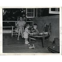 1945 Photo Lovely Woman and Children Their Home Oak Ridge Tennessee