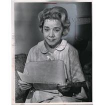 1967 Press Photo Mrs. Faye Pearce in Ellington Apartments
