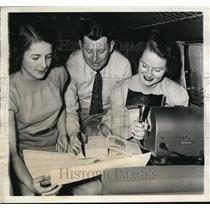 1939 Media Photo George Hutchinson, Janet Lee, Kathryn Hutchinson plan flight