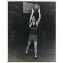 1929 Press Photo Chicago University Guard Marshall Tish with Basketball in Hand