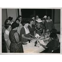 1937 Press Photo Women registering for the 49th Order of the Moose convention