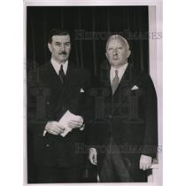 1935 Press Photo Gustavus D. Pope And Ernest J. Swift Pay Tribute