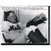 1963 Press Photo NY Mets manager Casey Stengel in the lockerroom - nes20202