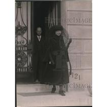 1920 Press Photo Mrs Muriel Mac Swiney at P A Drury Home Leaving for Church