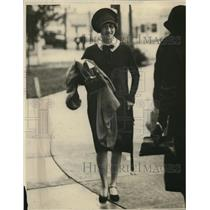 1924 Press Photo Young woman arriving at school, smiling