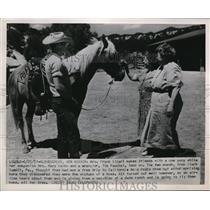 1951 Press Photo Albuquergue NMex Mrs F Licari, M Keith & cowboy T Paschal