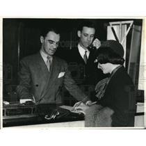 1935 Press Photo Two Gentlemen work at Biltmore hotel in Los Angeles