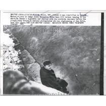 1958 Press Photo Niagra Falls Ontario Robert Necker at Horseshoe Falls jumps