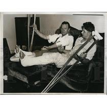 1934 Press Photo Jack Stone, Joe Kuhel of Wash Senators on injured list