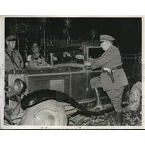 1932 Press Photo Chief Walter Moodt of Illinois State inspect Miners Car.