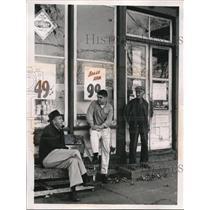 1959 Press Photo Walter Alston, Don Beckett, and Bill Gordon taking a break