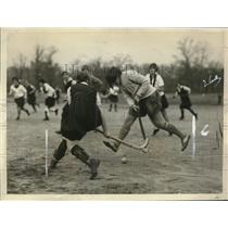1925 Press Photo NYU and Savage School girls playing hockey in Central Park NY