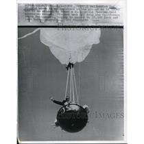 1961 Press Photo Don Piccard waving from hot air balloon