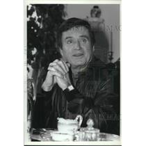 1981 Press Photo Mike Douglas, leader in talk show businee at his Calif. home