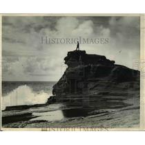 1932 Press Photo Man Atop Koko Head Water Geyser at Honolulu, Hawaii