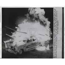 1952 Press Photo St Paul Minn race daredevil crashes thru flaming fence at stat