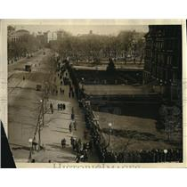 1922 Press Photo State War & Navy building  New Year's crowds in DC for party