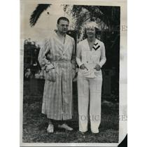 1934 Press Photo Harry Kipke And His Wife In The Gardens Of Fleetwood Hotel