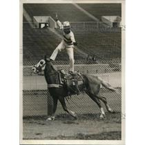 1930 Press Photo Russ Roberts trick riding at World Series Rodeo in Pa