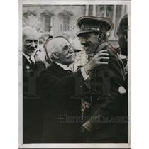 "1926 Press Photo H. M. King Alfonso with head of Ancient Corps ""Moulins de Rey"""