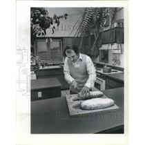 1982 Press Photo Henner Fahrenbach bakes stollen and beer pretzels as hobby