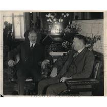 1924 Press Photo General John J. Parshing at desk with Maj. Gen. John I. Hines