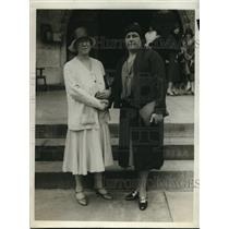 1930 Press Photo L. Foote Tarr, new president, congratulated by Florence Hughes