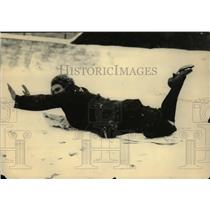 1922 Press Photo Etta Heine Sliding on Snow