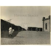 1924 Press Photo People Walking in El Druin Africa Street