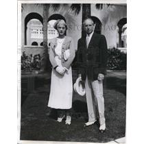 1935 Press Photo Lloyd Schultz And Wife At Breakers Casino In Palm Beach
